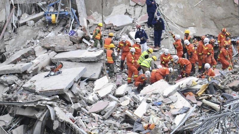 Chine: le bilan de l'effondrement de l'hôtel grimpe à 26 morts