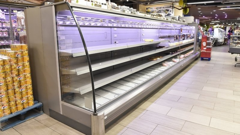 Coronavirus: les magasins d'alimentation continuent à être pris d'assaut