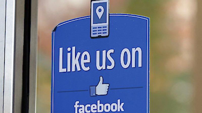 """Réseaux sociaux: """"Liker"""" des insultes sur Facebook est désormais punissable"""