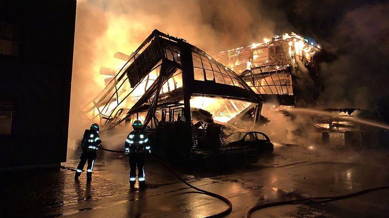 Le feu ravage le site d'une entreprise à Appenzell