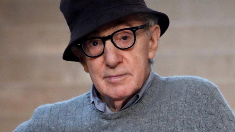 Plusieurs dizaines d'employés avaient brièvement manifesté devant le siège de la maison d'édition pour protester contre la publication des mémoires de Woody Allen (archives).