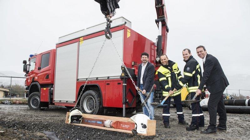 Yannick Buttet, Glenn Martignier, Romain Parvex et Stéphane Coppey: ensemble pour la première pierre de la caserne.