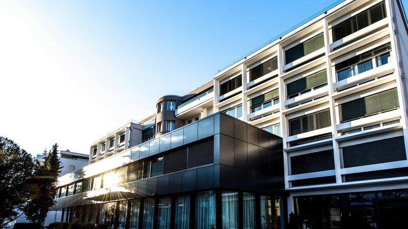 La Clinique de Valère, qui fait partie du groupe Swiss Medical Network, se met à disposition des autorités pour les aider dans la lutte contre le coronavirus.