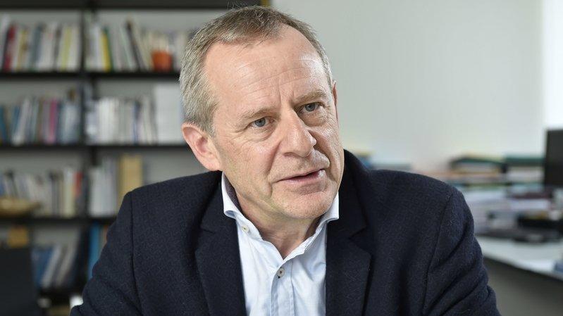 """Eric Bonvin, directeur général de l'Hôpital du Valais: """"Nous comptons ce lundi en Valais 26 décès de malades du coronavirus."""""""