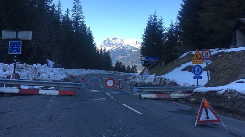 Les véhicules ne peuvent plus franchir la frontière franco-suisse à Morgins.