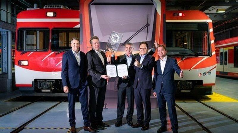 Le Matterhorn Gotthard Bahn (MGB) et Stadler ont signé mardi un contrat pour la livraison de douze rames pour un montant de 150 millions de francs.