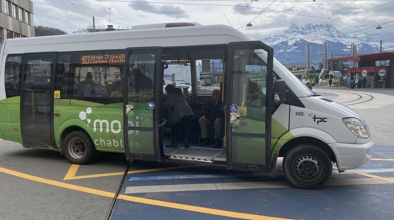 Sur ce type de minibus, la porte avant ne pourra pas rester fermée.