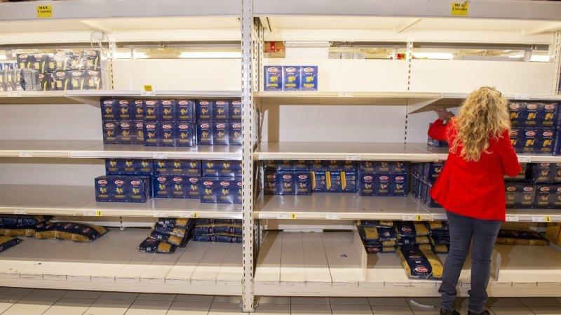 En Valais, le coronavirus engendre une razzia dans les supermarchés