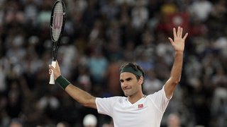 Tennis: opéré au genou droit, Federer renonce à plusieurs tournois