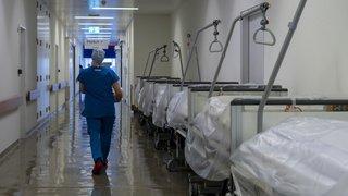 Coronavirus: la Suisse pourrait manquer de lits en soins intensifs dès jeudi 2 avril