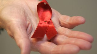 SIDA: les cas de discrimination contre les séropositifs en légère baisse