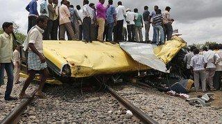 Pakistan: 18 morts dans une collision entre un train et un bus