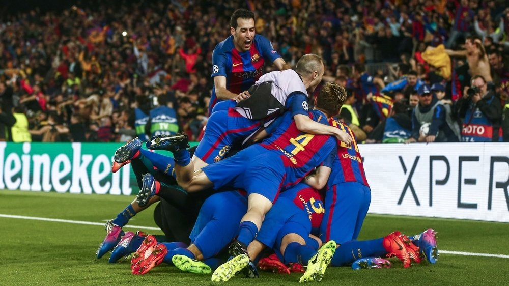 Les joueurs du FC Barcelone célèbrent leur victoire historique face au Paris Saint-Germain le 8 mars 2017.