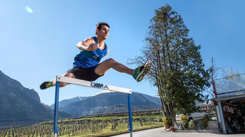 Julien Bonvin piaffe d'impatience de quitter son jardin et de retrouver la piste d'athlétisme.