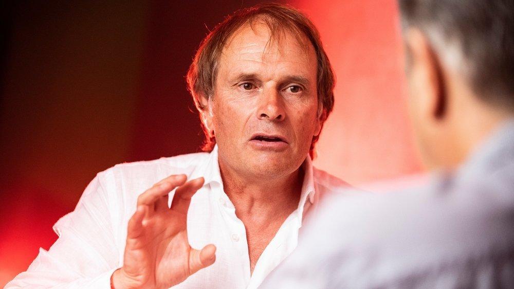 Après quarante ans d'engagement dans le football professionnel, Alain Geiger vit une expérience inédite avec la suspension du championnat de Super League.