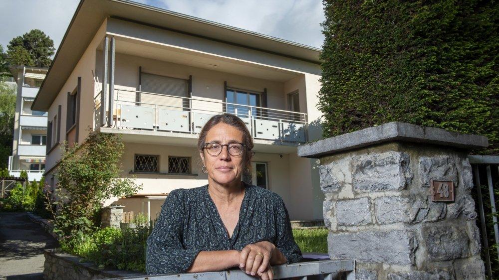 Valérie Luisier, responsable de secteur de Chez Paou, explique les diverses mesures prises notamment dans la maison d'accueil d'urgence à Sion.