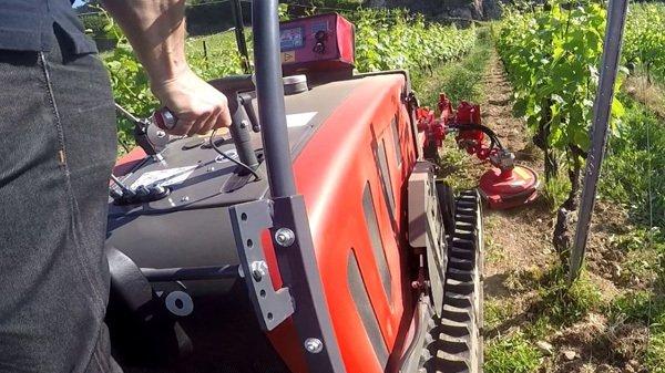 Les machines d'entretien interceps permettent d'éviter l'épandage d'herbicides chimiques.