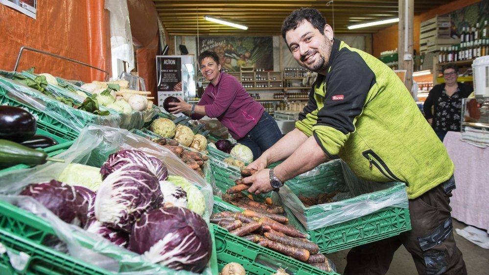 Changement d'habitudes de consommation oblige, les agriculteurs qui font de la vente directe, à l'exemple de Duay & Fils à Saxon, cartonnent depuis le début de la pandémie.