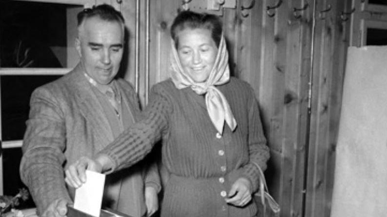 Le 3 mars 1957, les femmes d'Unterbäch votent sous les regards du monde entier.