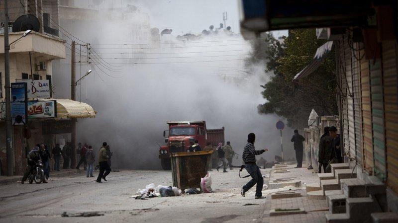 Plus de 40 personnes, des civils et des combattants, ont été tuées mardi en Syrie dans un attentat au camion-citerne piégé.
