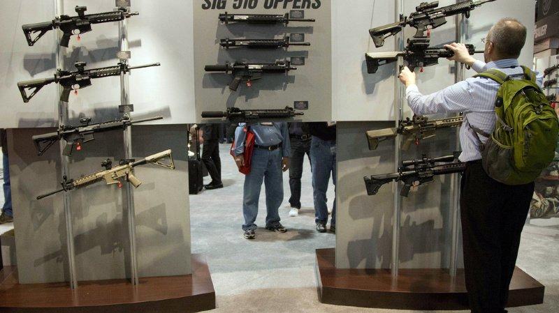 Canada: Trudeau fait interdire 1500 modèles de fusils d'assaut de calibre militaire