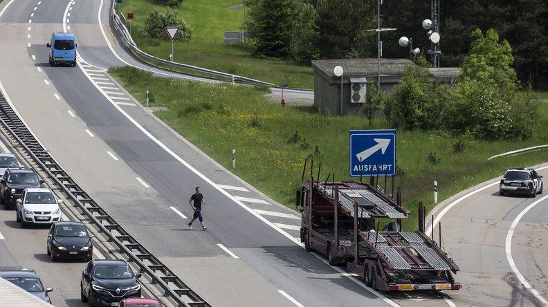 Insolite: il fait son jogging sur la bande d'arrêt d'urgence d'une autoroute