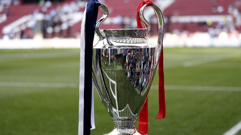 Le couronnement des équipes dans leurs championnats respectifs ainsi que dans les tournois européens (ici le trophée de la Champions League) est en suspens, jetant les clubs dans une incertitude qu'ils cherchent à maîtriser tant bien que mal.