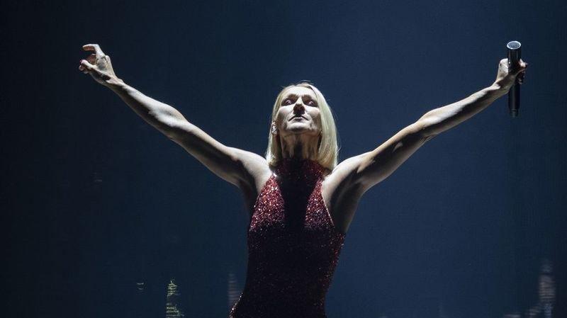 """Céline Dion reporte sine die """"les premiers mois de sa tournée européenne"""", du 21 mai au 25 juillet."""