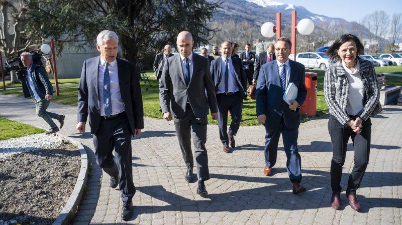 Coronavirus: Alain Berset est en Valais, suivez en direct le point presse du conseiller fédéral
