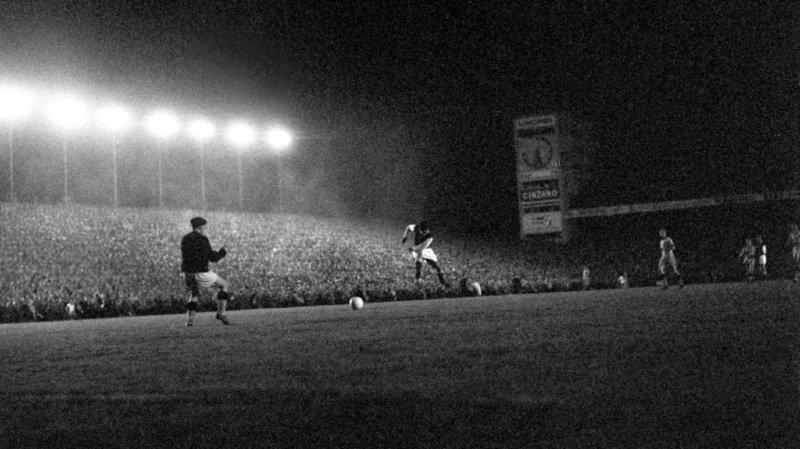 Football – Les grandes soirées des clubs suisses: plus de 60'000 spectateurs au Wankorf en 1959