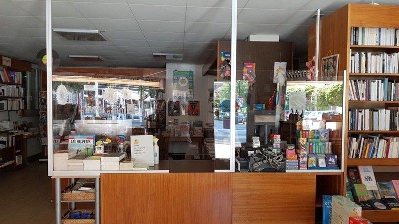 Dans la librairie Des livres et moi à Martigny, les plexiglass ont été installés, mesure d'hygiène obligent.