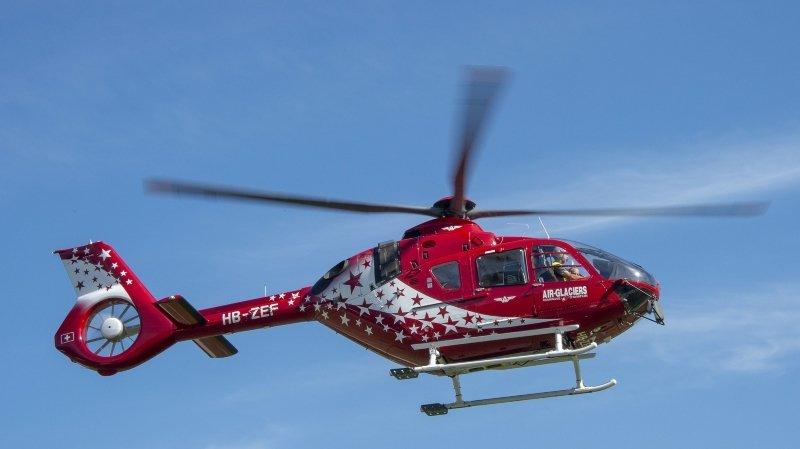 Un hélicoptère d'Air Glaciers a été envoyé sur les lieux de l'accident.