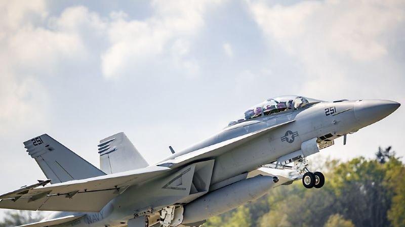 Crash du F/A-18 en 2016: le contrôleur aérien serait en cause