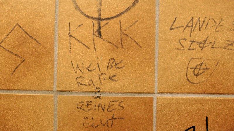 Plusieurs cas relevant de l'extrémisme de droite ont été signalés l'année passée aux centres de conseil contre le racisme en Suisse (image symbolique).