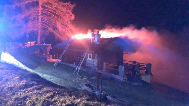 Mayens de Nax: un chalet incendié mais aucun blessé à déplorer