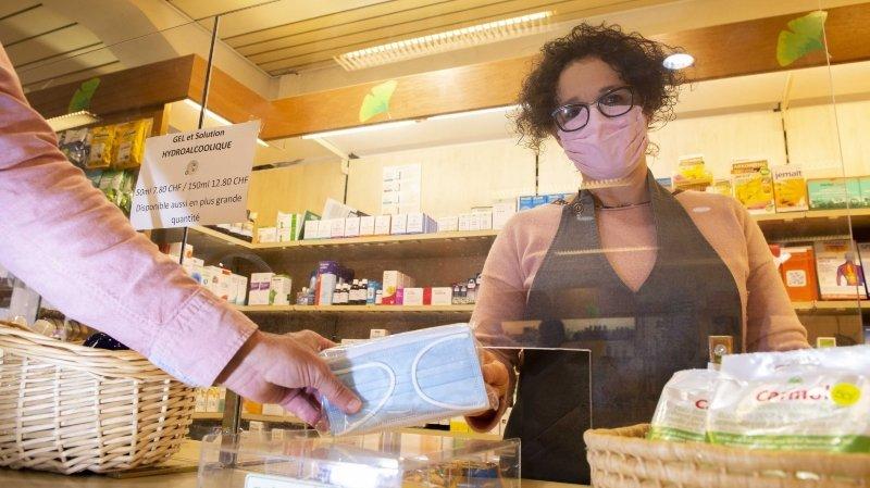 Valais: de plus en plus d'enseignes proposent des masques contre le coronavirus mais à des prix inégaux