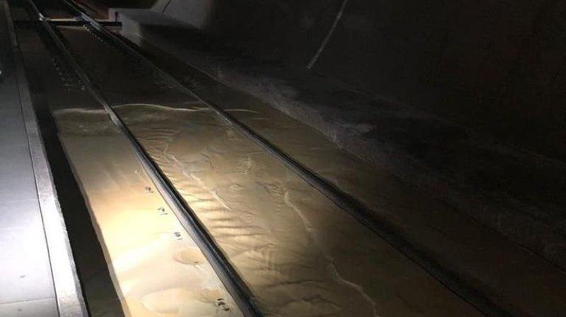 Le tunnel a connu plusieurs épisodes d'infiltrations d'eau qui ont perturbé le trafic ferroviaire.