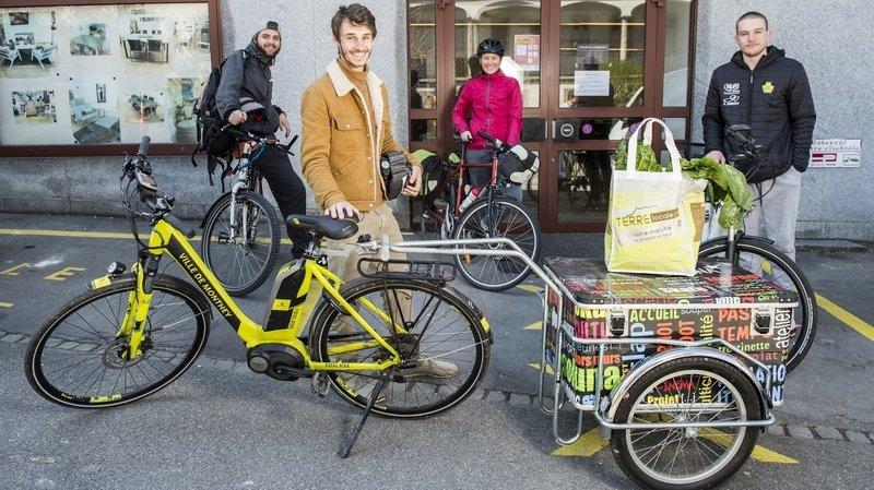 Les coursiers de Take your bike ont aussi livré 186 paniers/sacs pour Terre locale. Ils continueront encore la semaine prochaine.