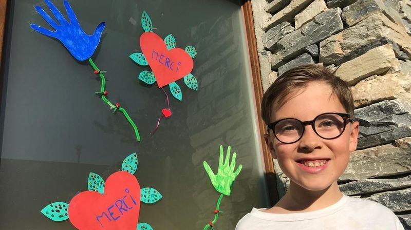 Coronavirus: à Bramois, les enfants disent merci avec des fleurs