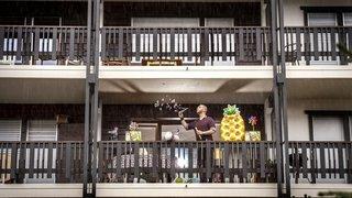 Coronavirus: en Valais, les confinés se livrent au balcon