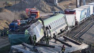 Un train de CFF Cargo percute un pont effondré et déraille: 1 mort et 3 blessés