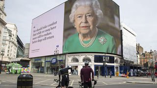 """Coronavirus: la santé de Boris Johnson """"s'améliore"""" mais la pandémie s'aggrave au Royaume-Uni"""