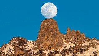 Lune et Pierre Avoi