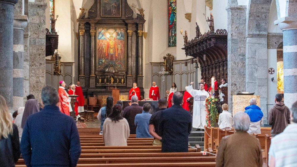 Malgré la distanciation sociale et les règles d'hygiène, la joie et la ferveur des fidèles ont marqué la messe de ce dimanche de Pentecôte.