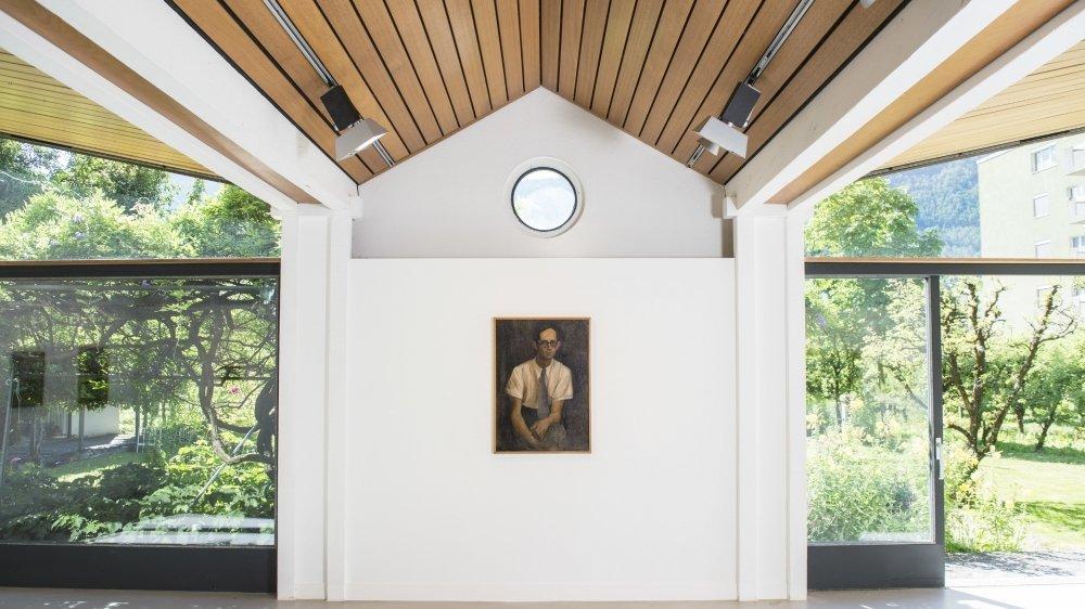 Le portrait de Louis Moret par Albert Chavaz capte les regards au centre de la fondation.