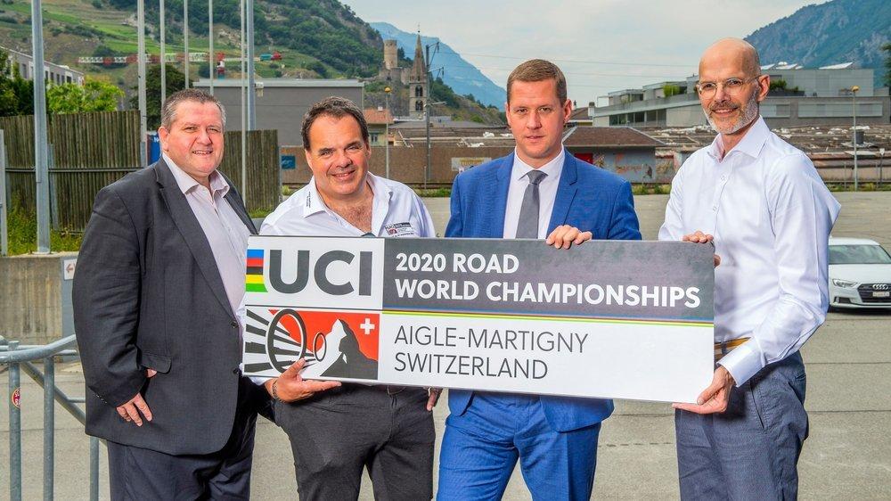 Nicolas Voide, Alexandre Debons, Grégory Devaud, membres du comité d'organisation, et Patrick Hunger, président de Swiss Cycling, peuvent désormais afficher un large sourire.