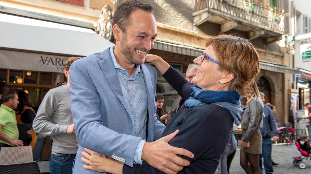 Mathias Reynard et Brigitte Wolf se congratulent après le premier tour de l'élection au Conseil des Etats, en 2019.