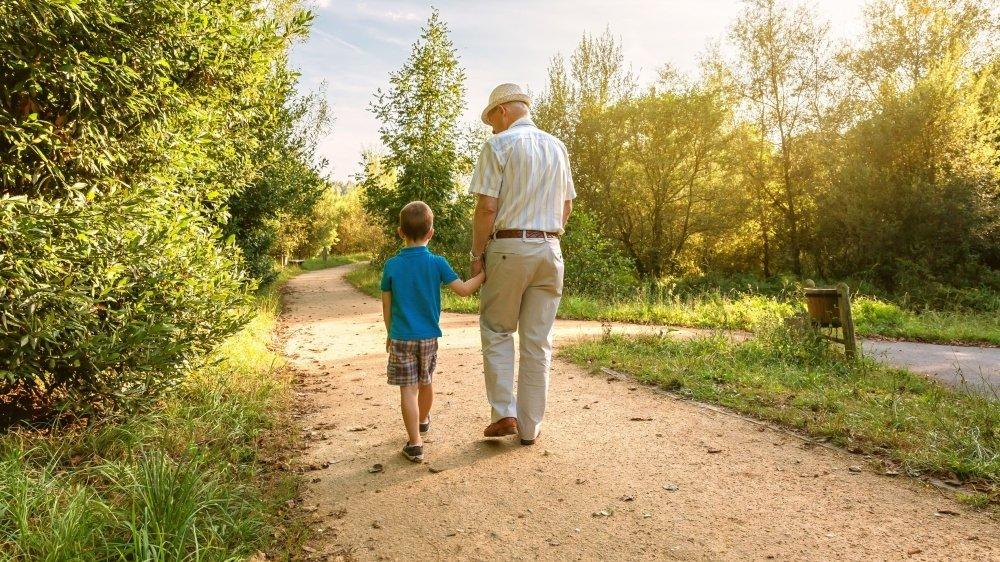 Les seniors pourront enfin garder de nouveau leurs petits-enfants.