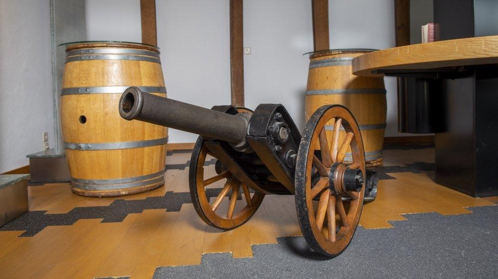 Le canon des Jeunesses conservatrices de Chamoson est aujourd'hui entreposé dans l'ancien local de dégustation de la famille Coudray.
