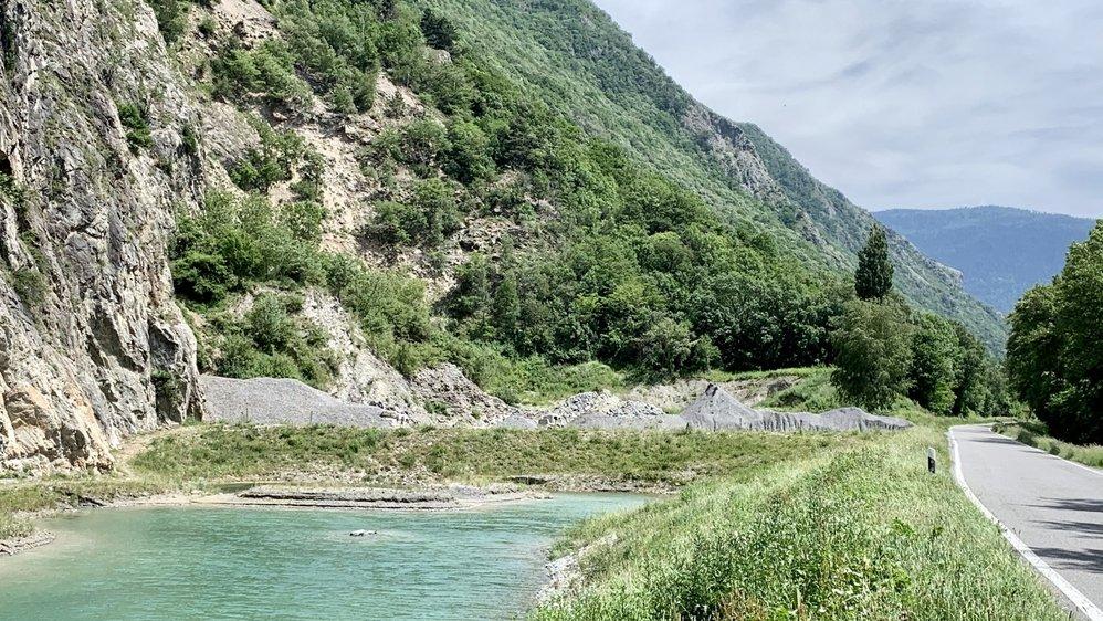 Les matériaux ont été prélevés dans ce secteur situé en bordure du Rhône, au départ de la route  menant à Fully.